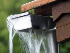 incorrect water flow clogged gutter